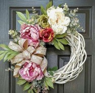 Pretty Wreath Decor Ideas To Hang On Your Door14