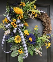 Pretty Wreath Decor Ideas To Hang On Your Door22