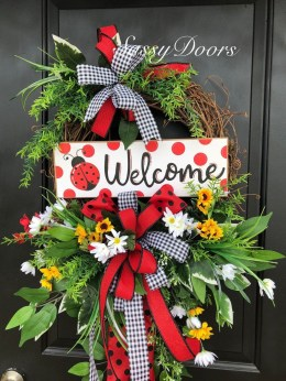 Pretty Wreath Decor Ideas To Hang On Your Door26
