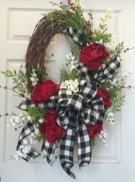 Pretty Wreath Decor Ideas To Hang On Your Door27