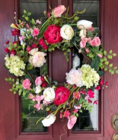 Pretty Wreath Decor Ideas To Hang On Your Door31