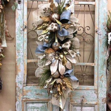 Pretty Wreath Decor Ideas To Hang On Your Door39