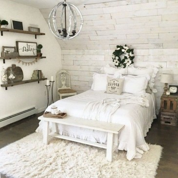 Spectacular Farmhouse Master Bedroom Decorating Ideas To Copy04
