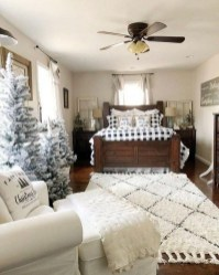 Spectacular Farmhouse Master Bedroom Decorating Ideas To Copy17