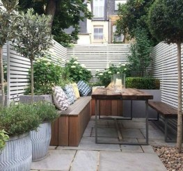Chic Small Courtyard Garden Design Ideas For You21