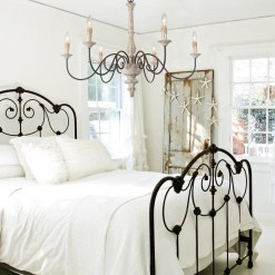 Cute Chandeliers Decoration Ideas For Your Bedroom38