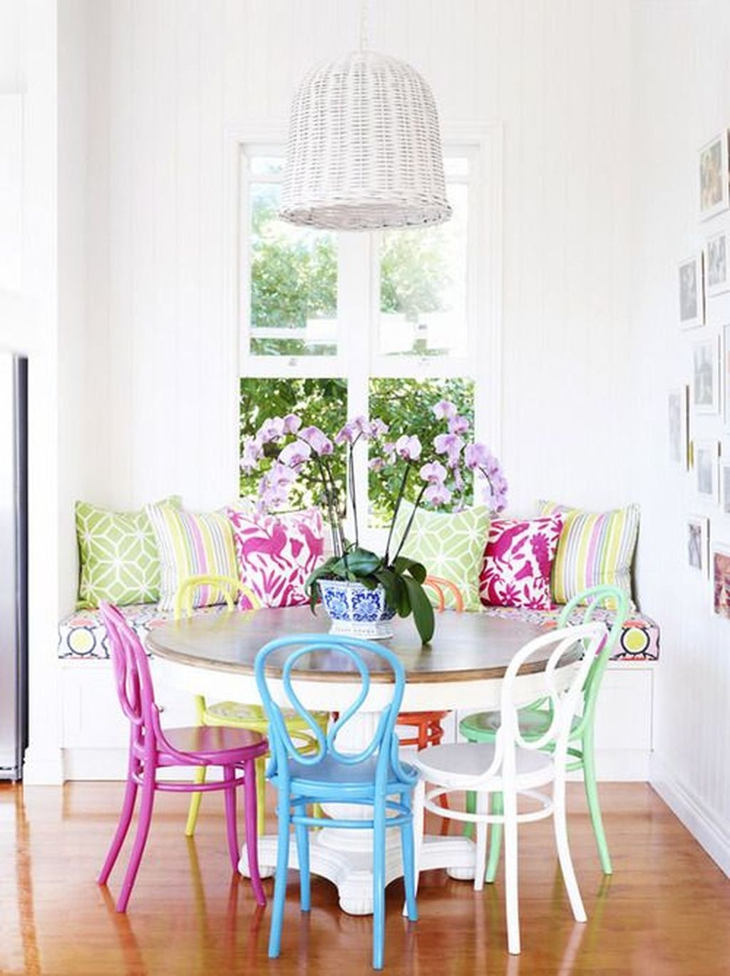 Stunning Dining Room Design Ideas With Multicolored Chairs38