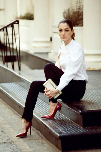 Black-Trousers-Styles-For-Ladies-Office-Looks-25