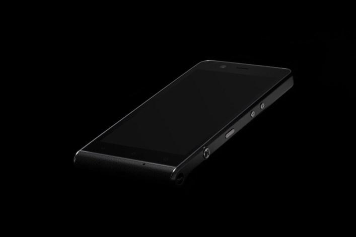 kodak-ektra-smartphone-eastman-kodak-company-bullitt-group_dezeen_2364_col_1-1
