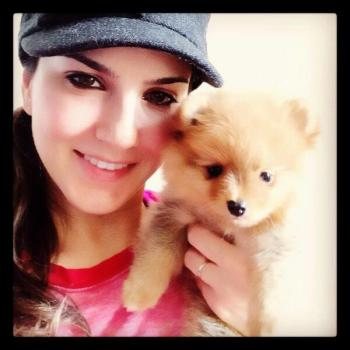 Sunny-Leone-Sexy-Twitpics-with-puppies-Hot-Wallpapers_1