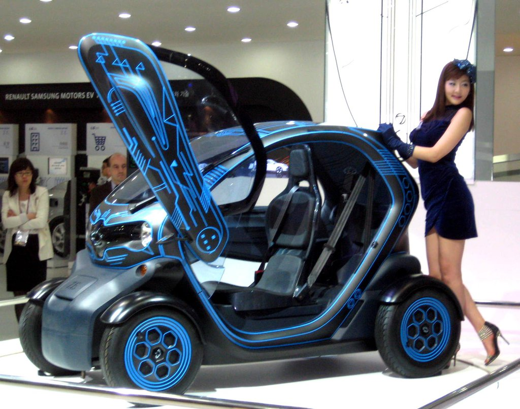 renault samsung twizy transformer style ultra small electric car launched trending on net. Black Bedroom Furniture Sets. Home Design Ideas