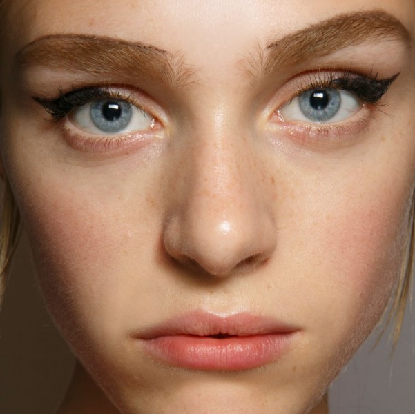 Some people feel jealous for not having thick brows