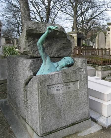 The tomb of the Belgian writer who tries to escape it