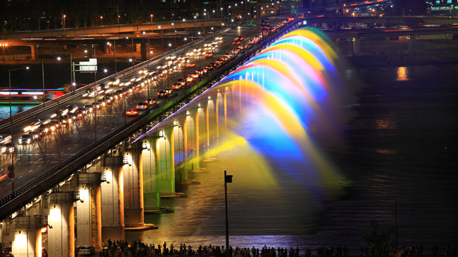 The Moonlight Rainbow Fountain in Seoul, South Korea