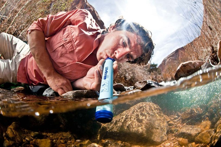 Role of LifeStraw in Purifying Water