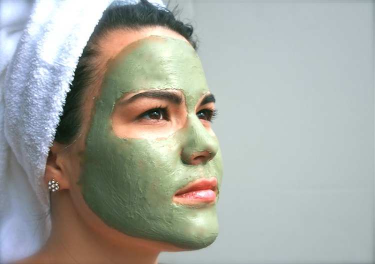 Use clay mask