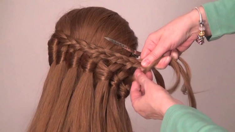 Braiding and hair styling becomes easy