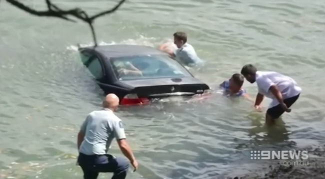The incident of woman who was from the drowning vehicle