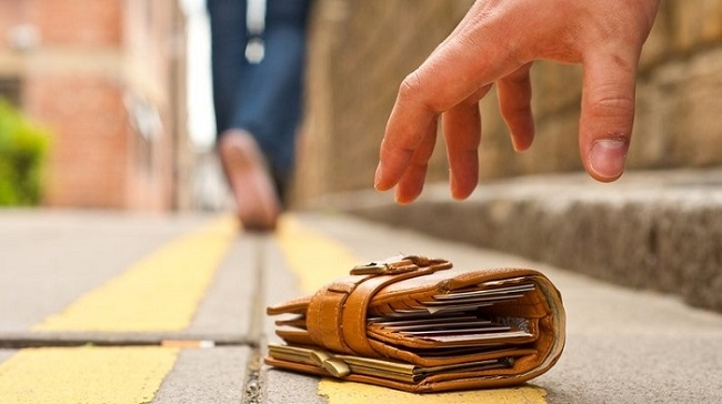 The wallet on the road
