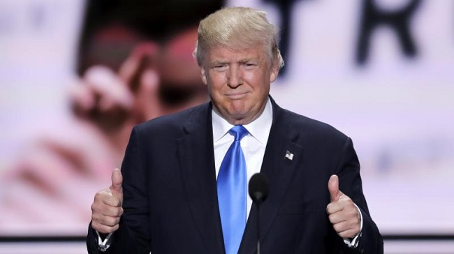 Donald Trump shoing Thumbs up