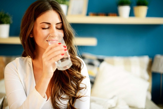 Drinking water when sitting relaxes the nervous system