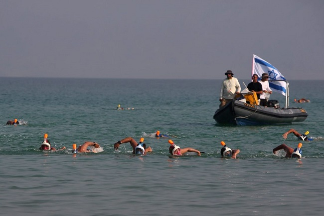Swimmers in the dead sea creates history