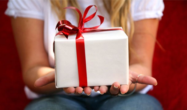 Women purchase more gifts!
