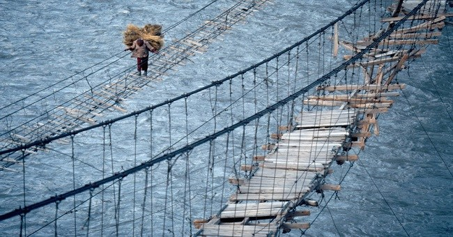 20 Of The Most Spectacular and Dangerous Hanging Bridges In the World