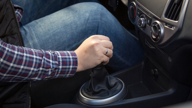 Resting your hand on the gear stick