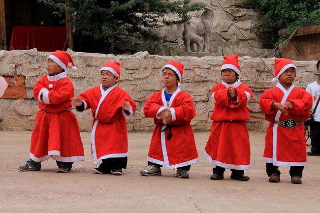 The dwarves of china's little kingdom