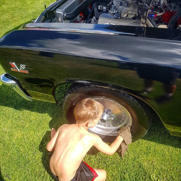 kid cleaning the car tyre