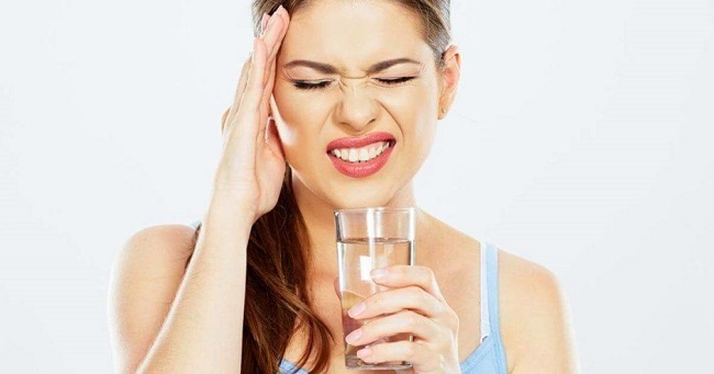 Drink more water to ease the symptoms of a migraine