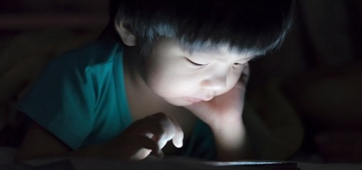 Kids Using Phones Before Sleeping At Night Isn't Bad For their Health, Claims New Study