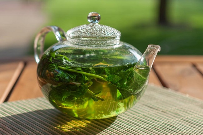 Use peppermint tea to soothe a toothache
