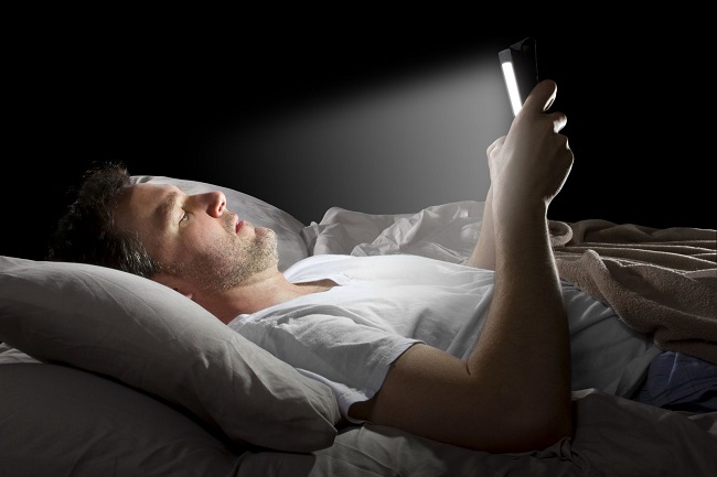 Using electronic devices before sleep