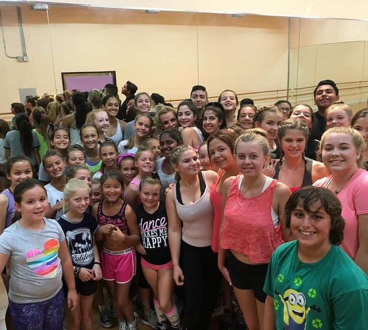 Britney Spears' unexpected visits to dance classes for little stars
