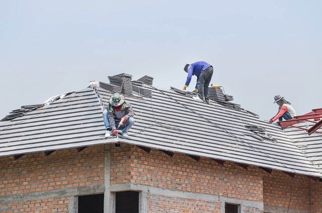 Roof installation with team