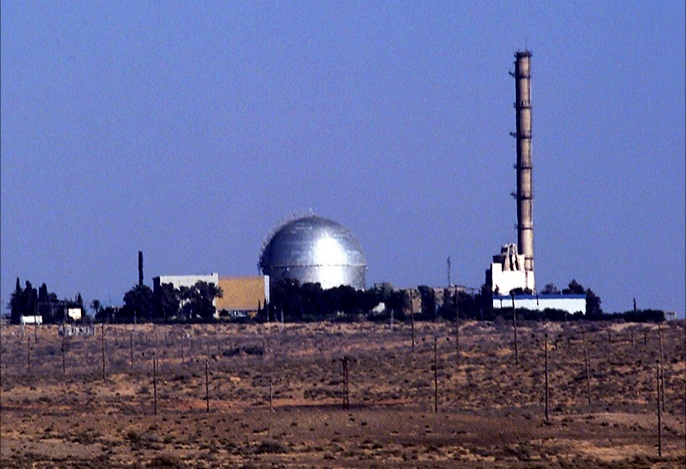 لاحق طائرة اسرائيلية .. لحظة سقوط صاروخ سوري قرب مفاعل ديمونة
