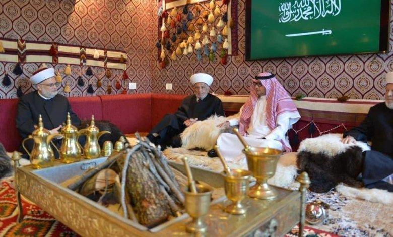 """وفود لبنانية تزور السفير السعودي بعد تصريحات وزير الخارجية """"المسيئة"""" لدول الخليج (فيديو)"""