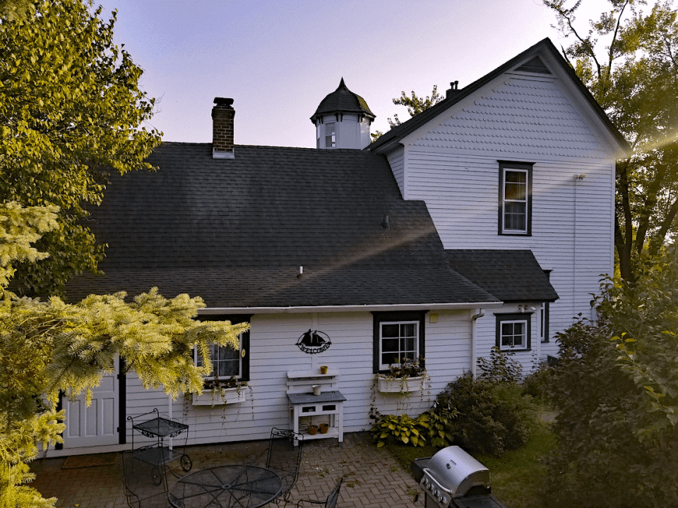 One of the best bed and breakfasts along the Great River Road is Harbor Hill Inn
