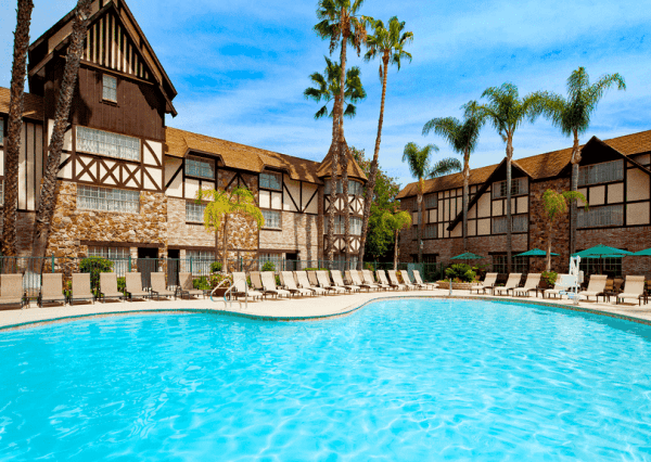 The swimming pool at this Victorian-style Anaheim hotel near Disneyland