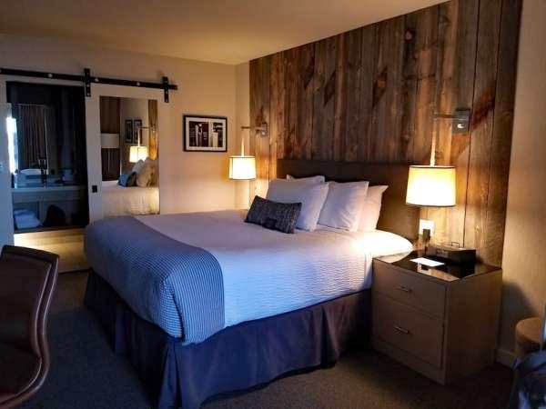 Petite Room with King Bed Hotel Paradox in Santa Cruz