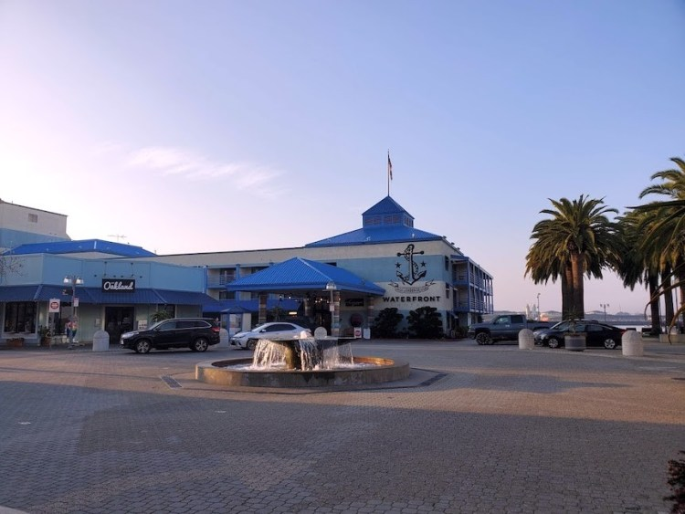 Entranceway to the Waterfront Hotel in Jack London Square