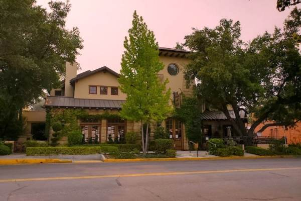 Main entrance to Hotel Cheval in Paso Robles