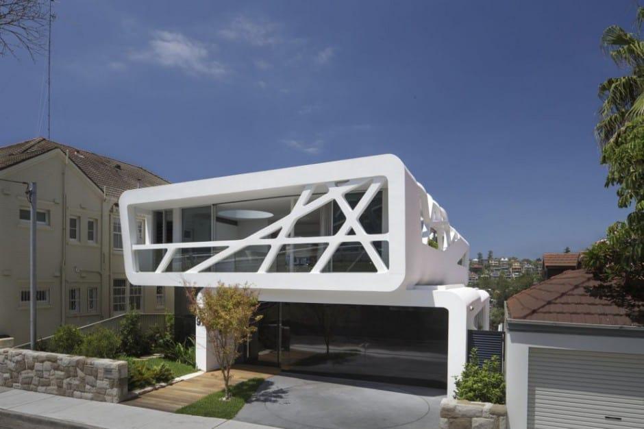 Urban Beach House With Ultra Modern Street Presence