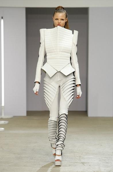 Gareth pugh architectural fashion 54