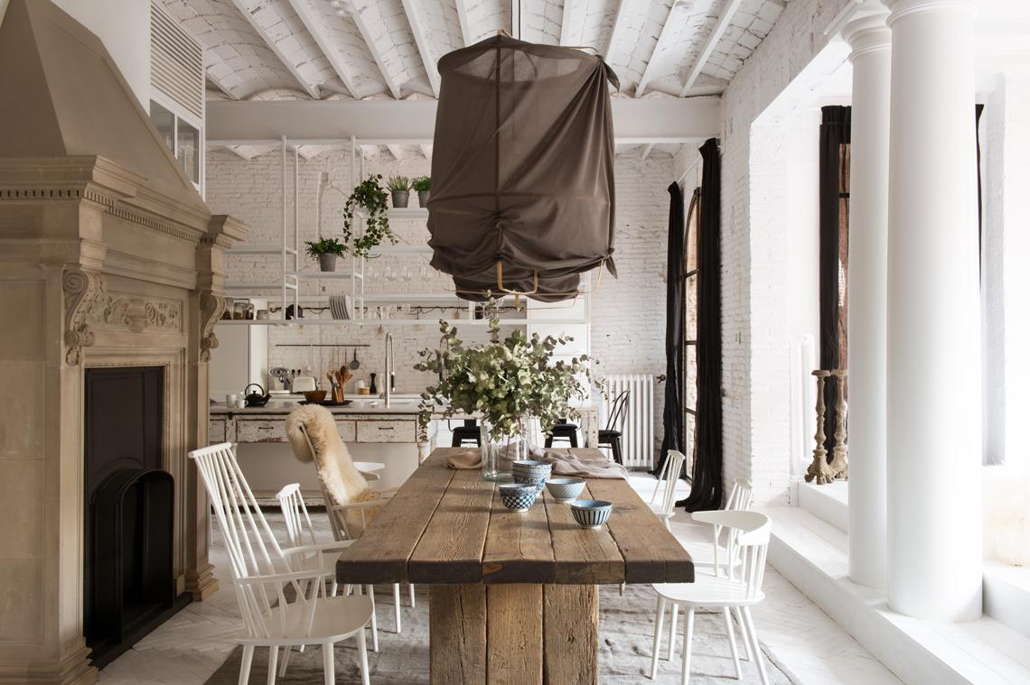All white barcelona loft for Boutique hotel anahi roma