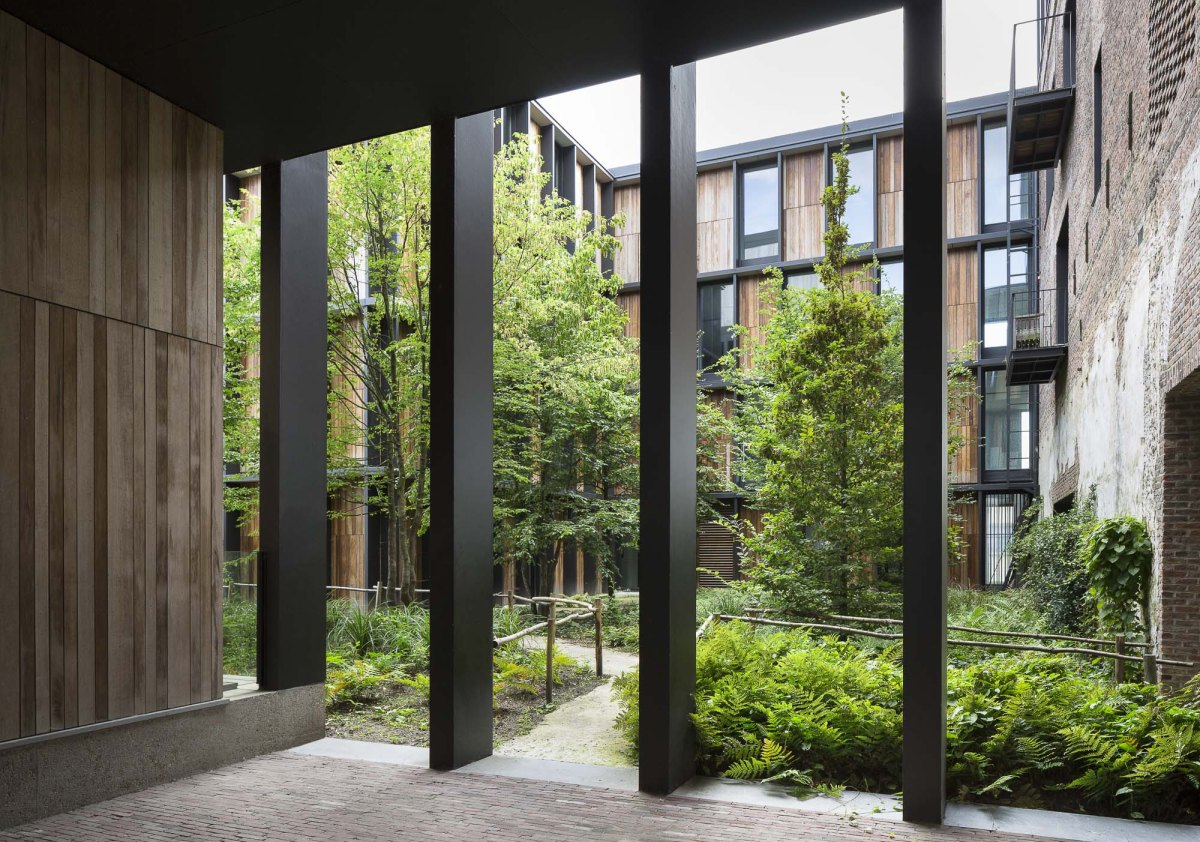 art-dealer-axel-vervoordt-belgian-estate-by-frederik-vercruysse-15