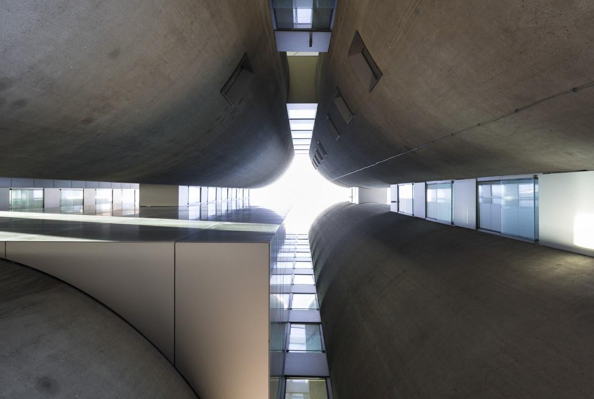 art-dealer-axel-vervoordt-belgian-estate-by-frederik-vercruysse-18