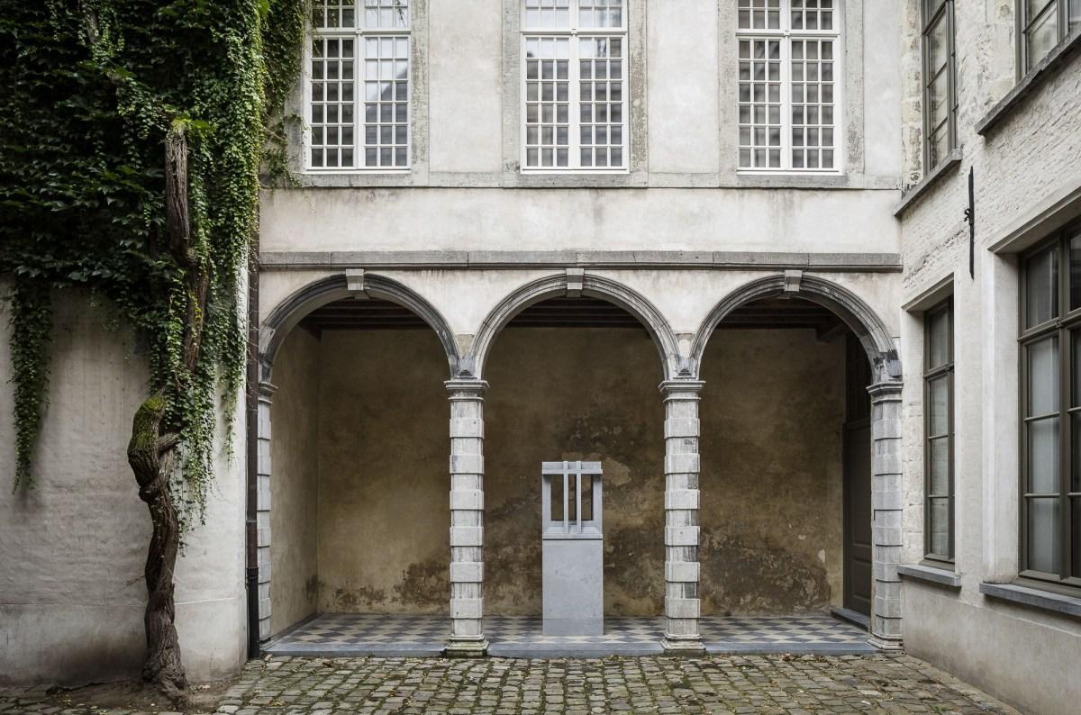 art-dealer-axel-vervoordt-belgian-estate-by-frederik-vercruysse-7